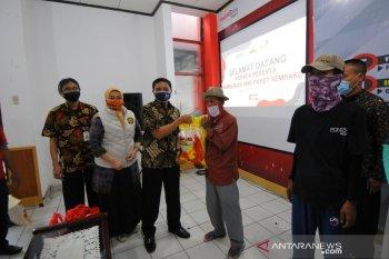PT Telkom Wilayah Lampung bagikan 1.000 paket sembako kepada masyarakat terdampak COVID-19