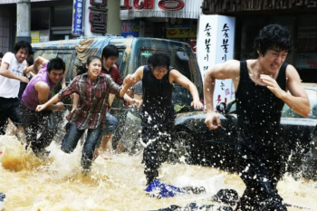 """""""Haeundae"""" drama tentang menyelamatkan diri dari kejadian tsunami"""