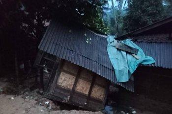 Longsor di Lebak merusak 11 rumah dan satu jembatan