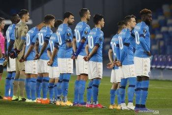 Kenang Maradona, para pemain Napoli kenakan nomor 10