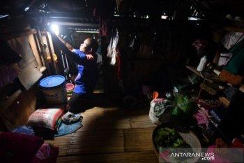 Akses listrik masyarakat adat Salena di Palu