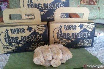 Tape pisang, kudapan unik hanya ada di Lumajang
