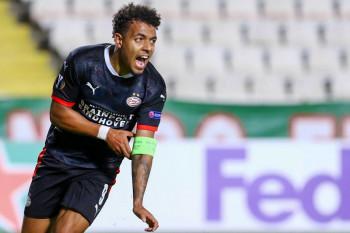 Gol penalti Malen antar PSV kantongi tiga poin dari Sparta