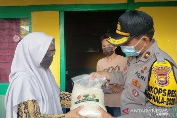 Polisi salurkan bantuan beras ke warga terdampak COVID-19 di Rejang Lebong