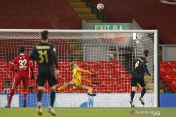 Curtis Jones cetak gol untuk pastikan Liverpool ke babak 16 besar