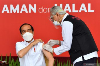 President Jokowi gets first jab of coronavirus vaccine at Merdeka Palace