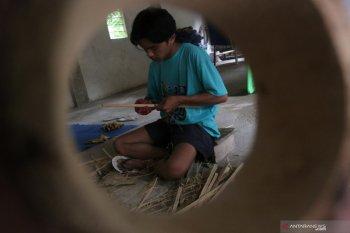 Perajin bambu Lombok Tengah