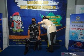 Vaksinasi COVID-19 Anggota Lantamal VIII Manado