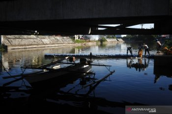 Aksi Bersih Sungai Lantamal VIII Manado