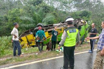 Bus terbalik di Jalinsum Mesuji Lampung