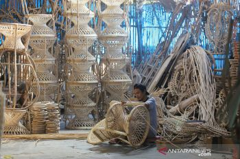 Indonesian furniture and handicraft products