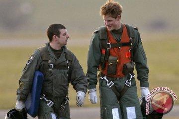 Lulus jadi pilot Apache, Pangeran Harry mudik