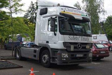 Daimler dan Foton produksi truk