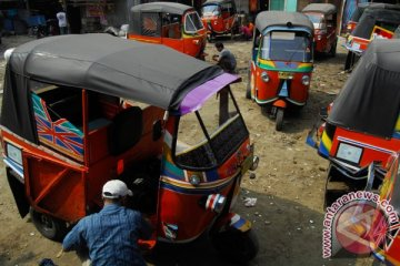 Iring-iringan pemudik Bajaj lintasi arteri Kota Bekasi