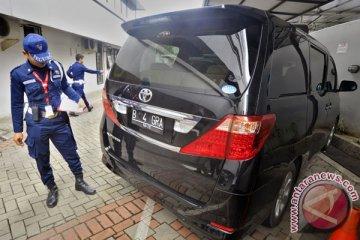 Sindikat congkel spion mobil Alphard saat macet di depan Gedung DPR
