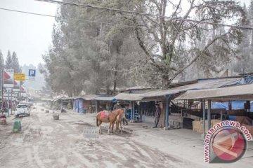BPBD Karo butuh lima mobil damkar lagi untuk bersihkan debu Sinabung