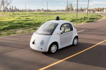 Mobil Google dihentikan polisi karena melaju terlalu pelan