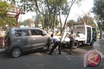 Pemprov DKI akan beli 19 mobil derek untuk tertibkan parkir liar