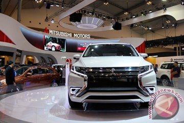Kepolisian Ukraina pesan 651 Mitsubishi Outlander PHEV