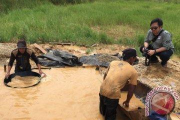 Menengok pendulangan intan tradisional Kalimantan