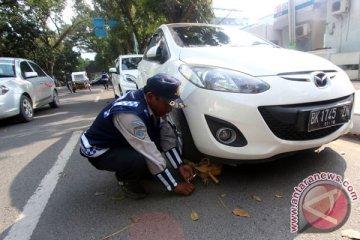 Dishub Jember gembok mobil dinas yang parkir sembarangan