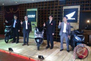 Honda hadirkan warna baru PCX dan Vario