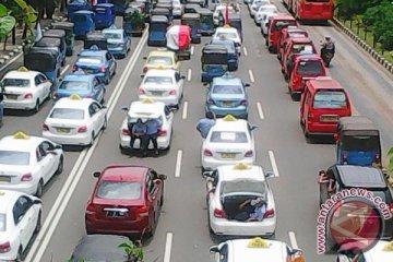 Pengamat : angkutan aplikasi wajib urus izin operasi