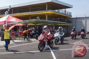 1.900 bikers belajar balap di All New Honda CBR150R Track Day