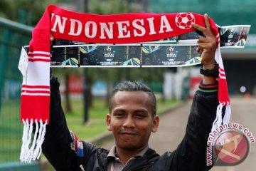 Para pendukung timnas Indonesia masuki Stadion Pakansari, Cibinong