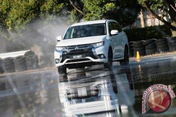 Mencicipi sensasi berkendara Mitsubishi Outlander PHEV