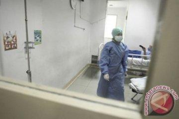 Begini tugas perawat COVID-19 mulai menyuap pasien hingga curhat