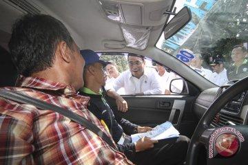 Pemerintah berlakukan moratorium kuota taksi daring