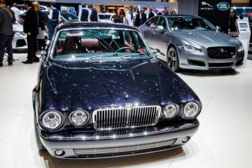 Drummer Iron Maiden dibuatkan mobil edisi khusus oleh Jaguar