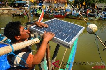 Nelayan Gunakan Panel Surya