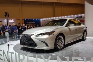 Pertama di Asia Tenggara sedan hibrid Lexus New ES dibandrol Rp1,15 miliar