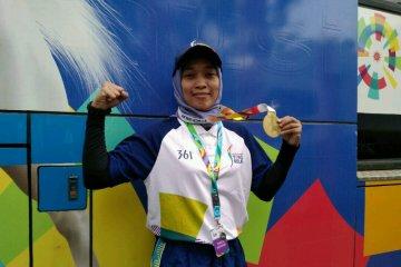 Winarni bangga jadi pembawa obor di Palembang