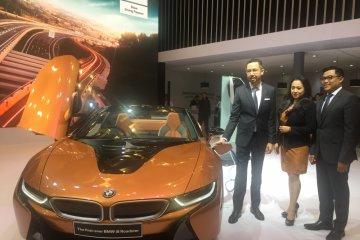 Mobil sport masa depan BMW i8 Roadster mejeng di GIIAS