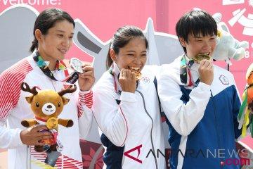 Medali Emas Kayak Slalom Putri