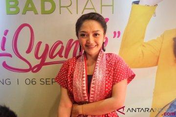"""Siti Badriah dapat Alphard berkat single """"Lagi Syantik"""""""