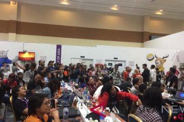 Wartawan dan relawan di MPC bergoyang di penutupan Asian Games