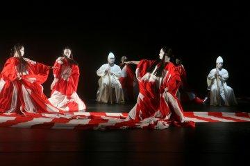 "Kolaborasi Purnati dan Suzuki Tadashi akan hadirkan teater kontemporer ""Dionysus"""