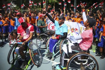 Anak SD berikan semangat kepada atlet Asian Para Games