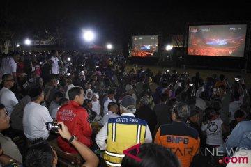 Presiden Jokowi menyapa GBK dari tenda pengungsi Lombok