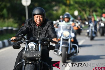 Romahurmuziy jelajahi Kendari dengan Harley Davidson