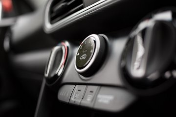 Starter mobil saat AC menyala bisa merusak aki