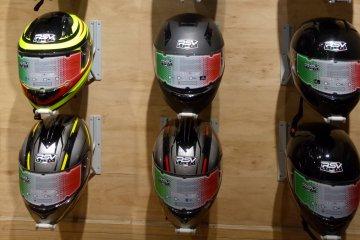 Cara merawat helm agar tidak bau apek