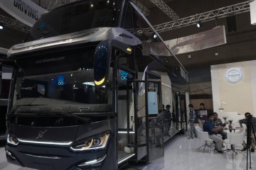 Volvo rilis bus B11R-B8R untuk segmen komersial