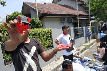 Di kampanye penutup Prabowo-Sandi, pedagang aksesoris pun raup untung