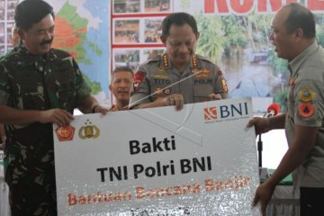 Panglima TNI dan Kapolri berikan bantuan di Konawe