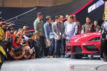 Jusuf Kalla sambangi anjungan Toyota, langsung lirik Yaris Sport